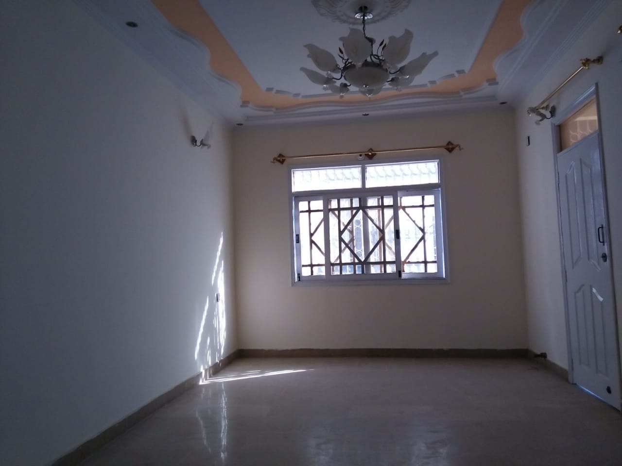 120 Sqy Corner Portion on Rent in Sector 15A3 Bufferzone