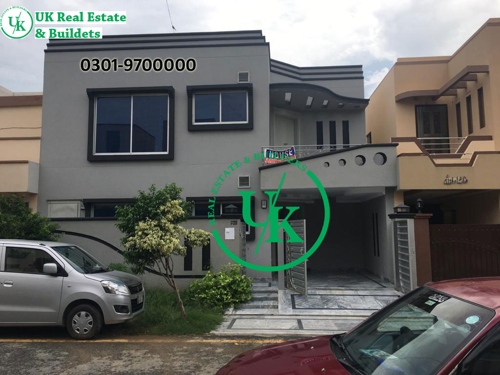 8 Marla Used House for Sale in Bahria town Lahore